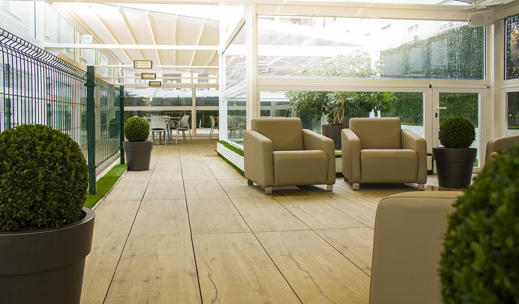 sillones-terraza-residencia-geriatrica-nd-mobiliario-equipamiento
